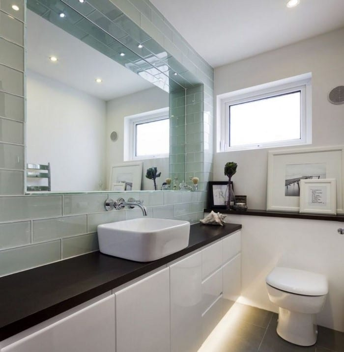 10 Tips That Will Give Your Small Bathroom The Illusion Of